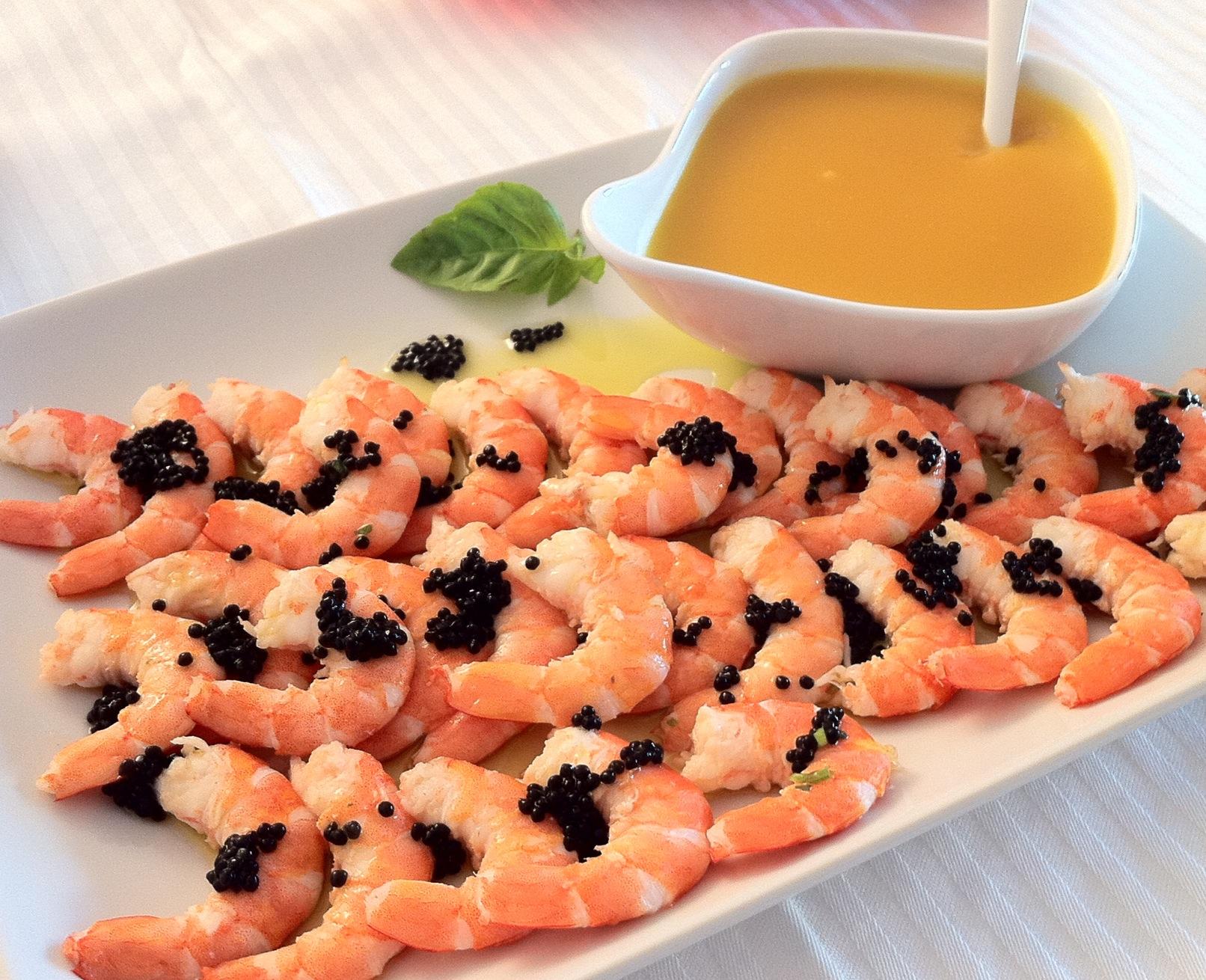 Gambas com manga e azeite de caviar
