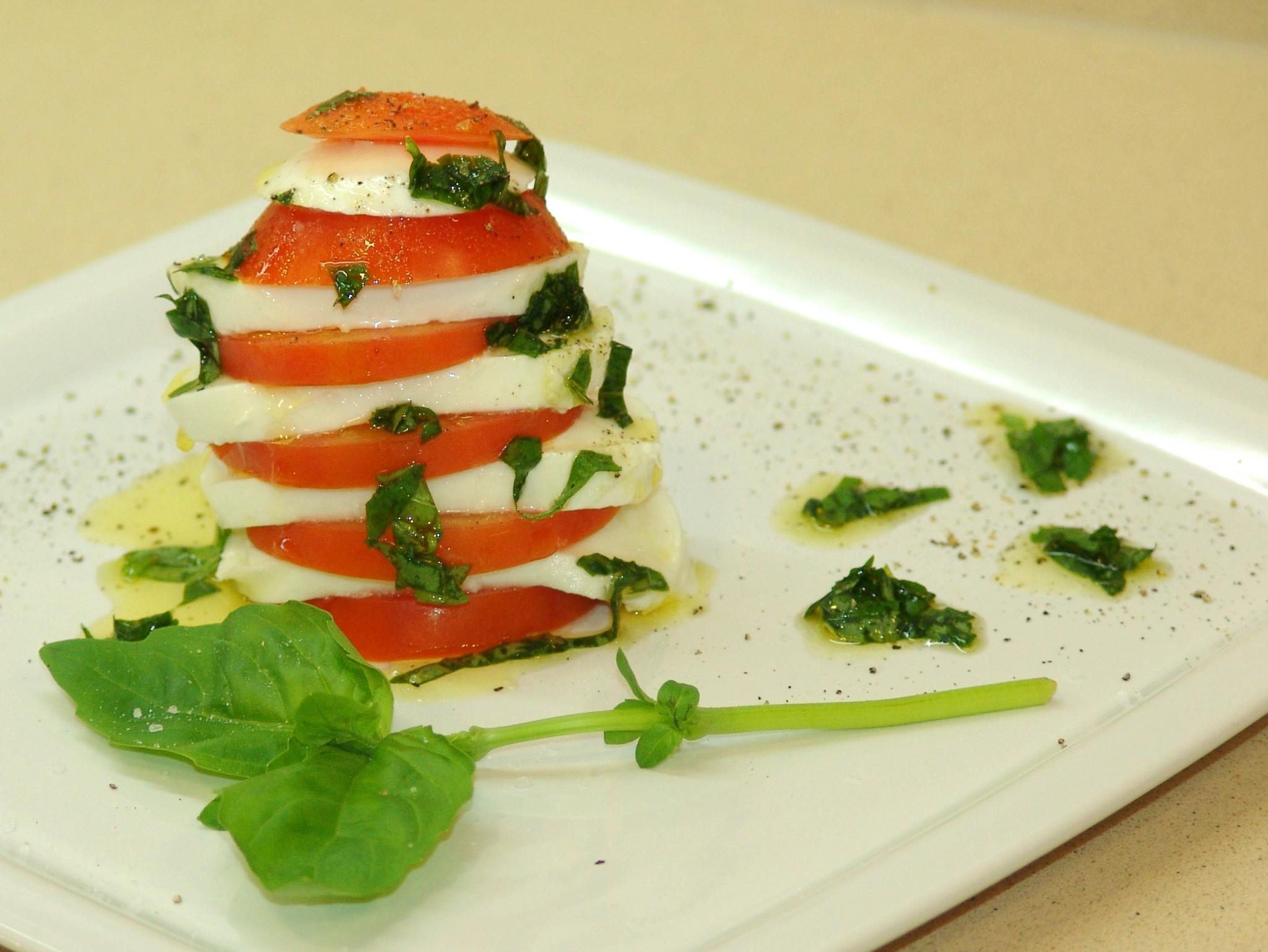 Tomate, mozzarella e manjericão