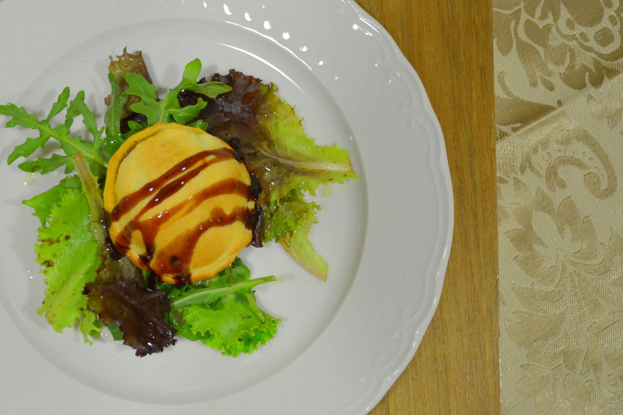Pastel de farinheira, cogumelos e espinafres